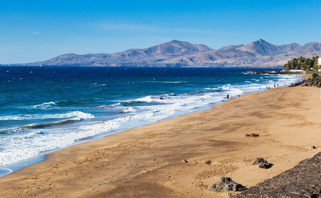 Urlaub auf Lanzarote-Puerto-del-Carmen-Strand-Ausfluege